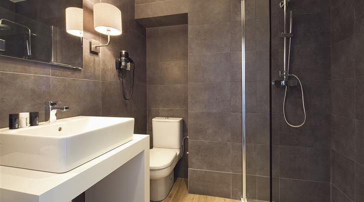Madrid, Hotel Acta Madfor, Badkamer