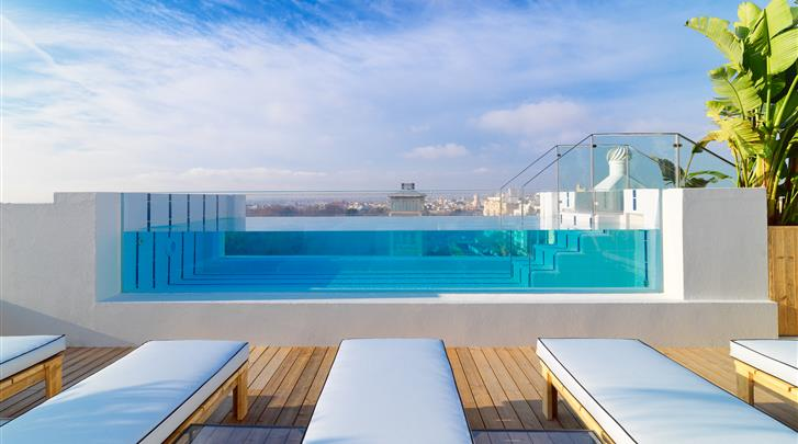Madrid, Hotel H10 Puerta de Alcalá, Zwembad