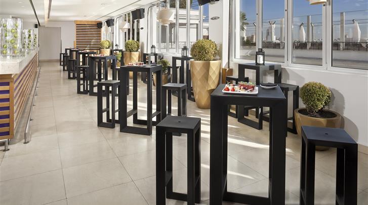 Madrid, Hotel ME Madrid Reina Victoria, Rooftop bar