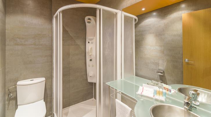 Madrid, Hotel Petit Palace Cliper, Badkamer