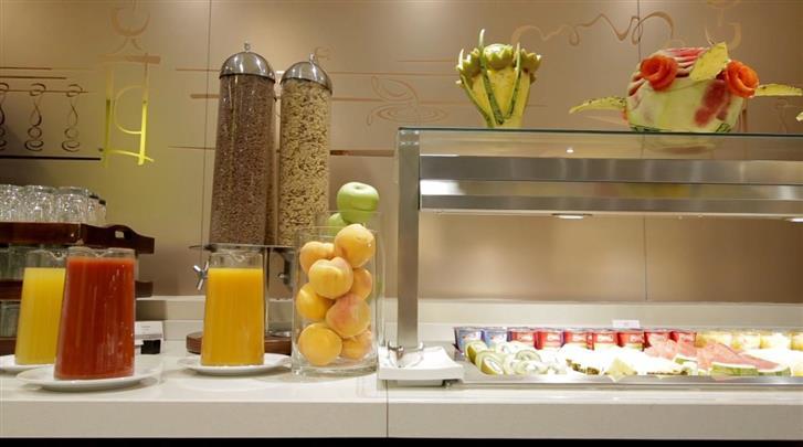 Madrid, Hotel Puerta de Toledo, Ontbijt
