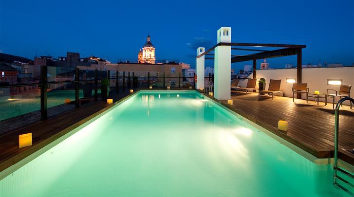Málaga, Hotel Vincci Posada del Patio, Dakterras met zwembad