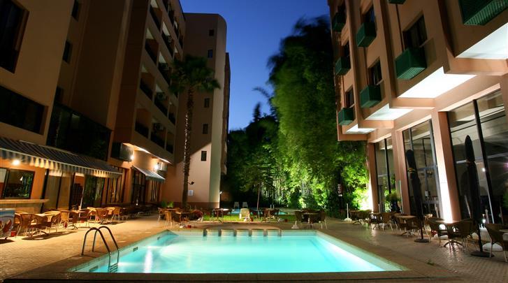 Marrakech, Hotel Meriem, Terras met buitenzwembad