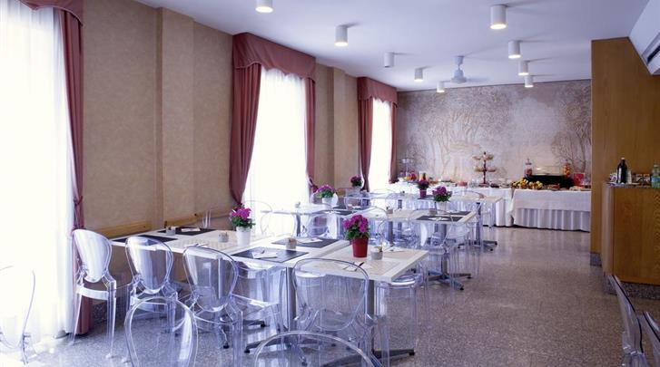 Milaan, Hotel Mennini, Ontbijtruimte