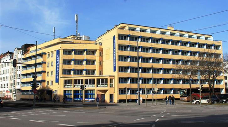 München, Hotel A&O München Hackerbrücke, Façade hotel