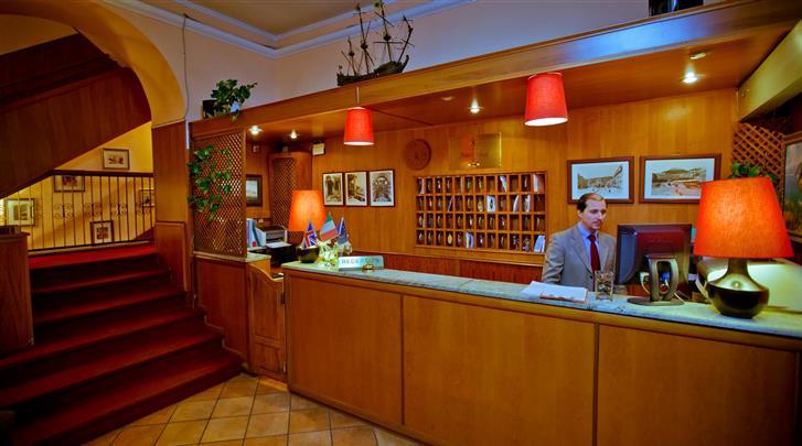 Napels, Hotel Ideal