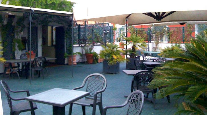 Napels, Hotel Real Orto Botanico, Terras