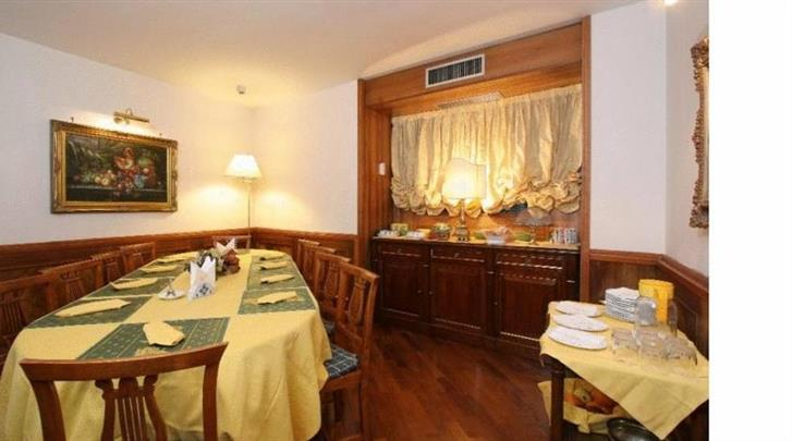 Napels, Hotel Suite Esedra, Ontbijtruimte