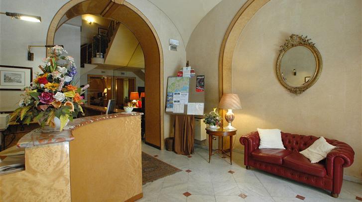 Napels, Nuovo Rebecchino Hotel, Receptie