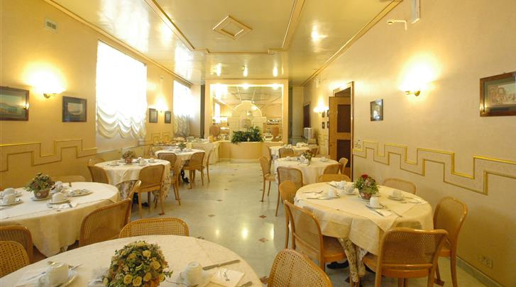 Napels, Nuovo Rebecchino Hotel, Restaurant