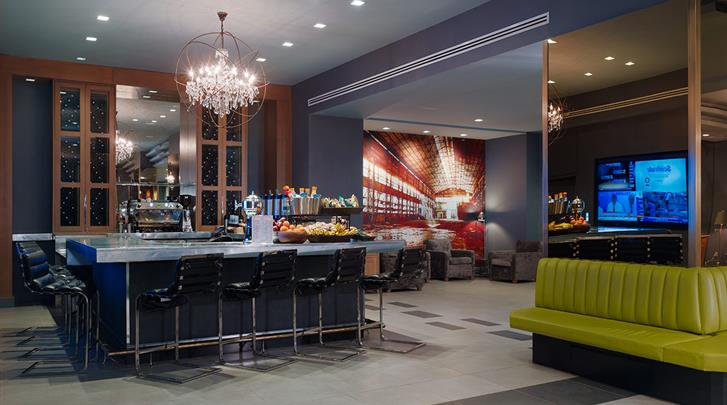 New York, Hotel The Manhattan at Times Square, 'Grab-and-Go' Bar