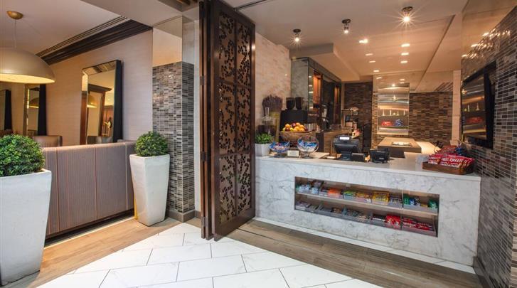 New York, Hotel Westgate New York Grand Central, Tudor City Marketplace & Tavern