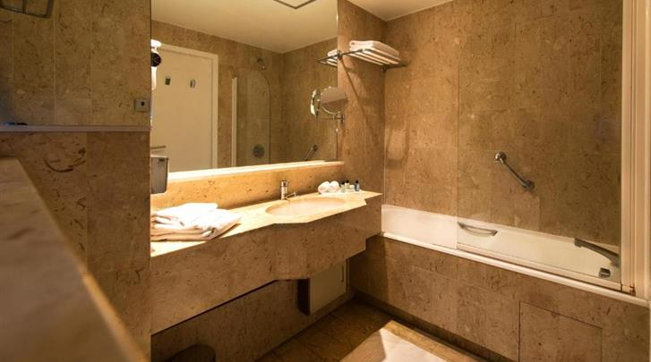 Nice, Hotel Beau Rivage, Badkamer