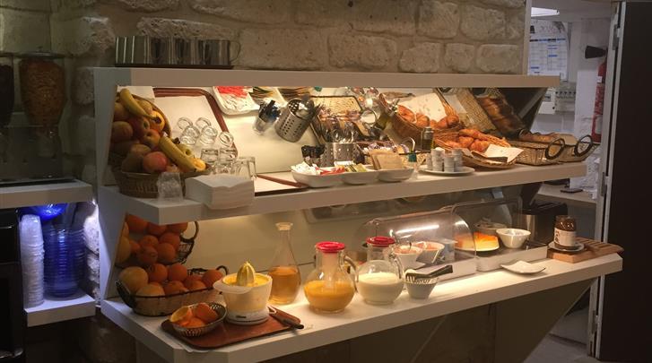 Parijs, Hotel Aida Marais, Ontbijtbuffet