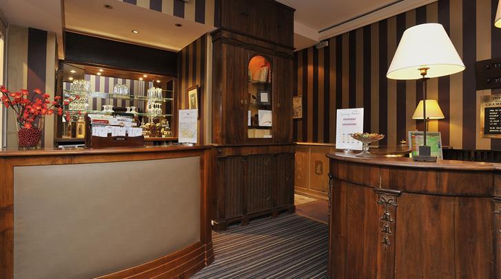 Parijs, Hotel George Sand Courbevoie, Receptie