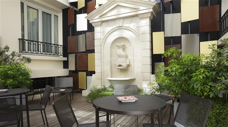 Parijs, Hotel Rochester Champs Elysées, Patio