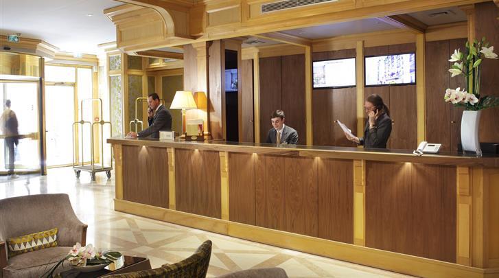 Parijs, Hotel Rochester Champs Elysées, Receptie