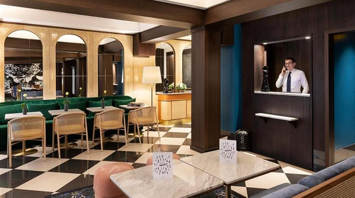 Parijs, Hotel The Chess, Receptie