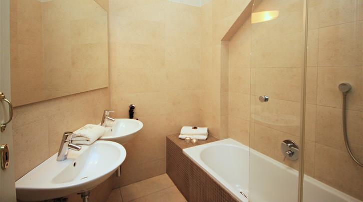 Praag, Appartementen River View, Appartement badkamer