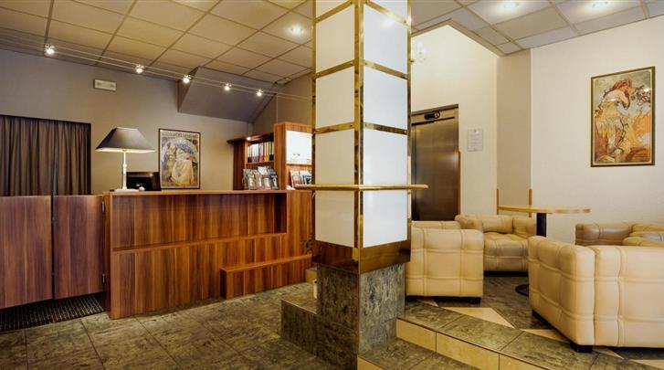 Praag, Hotel Central, Receptie