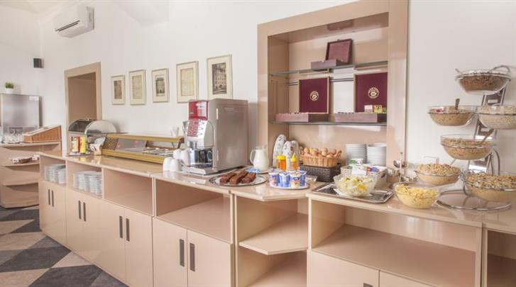 Praag, Hotel Lunik, Ontbijtbuffet