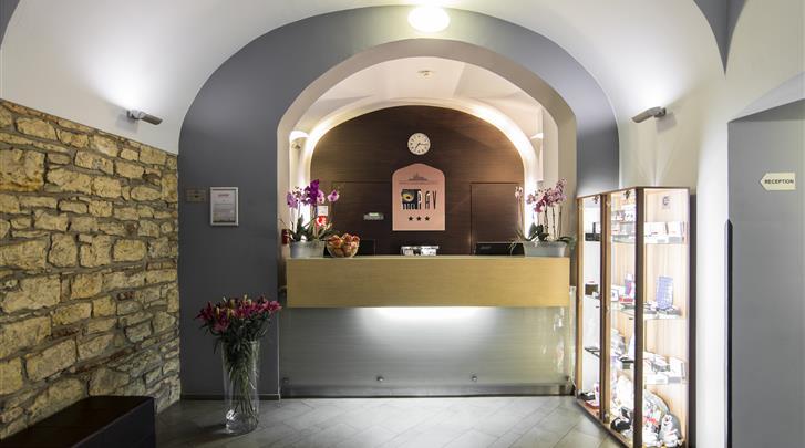Praag, Hotel Pav, Receptie