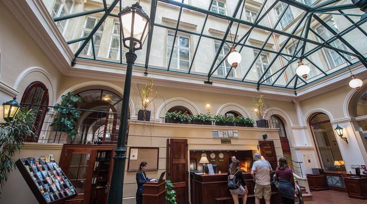 Praag, Hotel Rott, Receptie