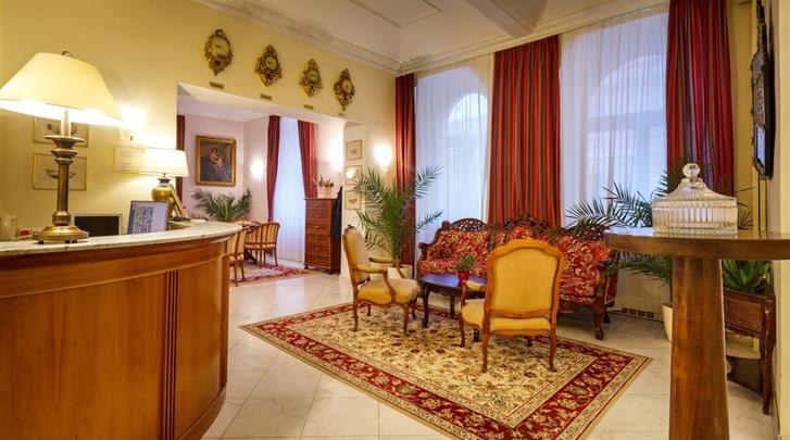 Praag, Hotel St. George, Receptie