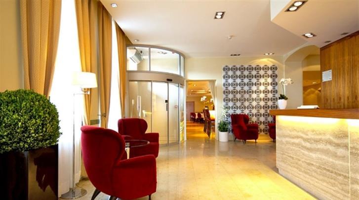 Riga, Hotel Opera, Receptie