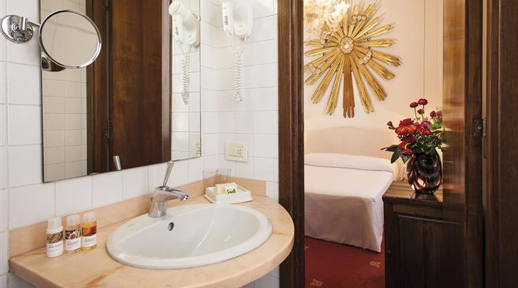 Rome, Hotel Columbia, Badkamer