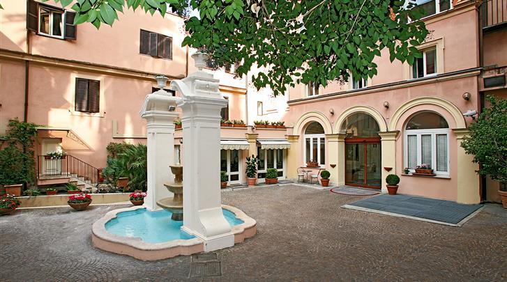 Rome, Hotel Domus Romana, Terras