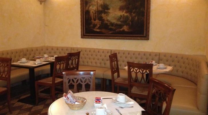 Rome, Hotel Embassy, Restaurant