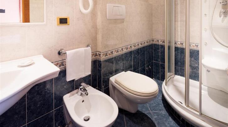 Rome, Hotel Raffaello, Badkamer