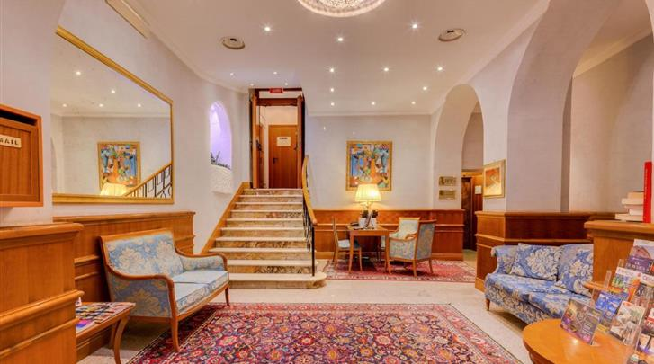Rome, Hotel Raffaello, Lobby