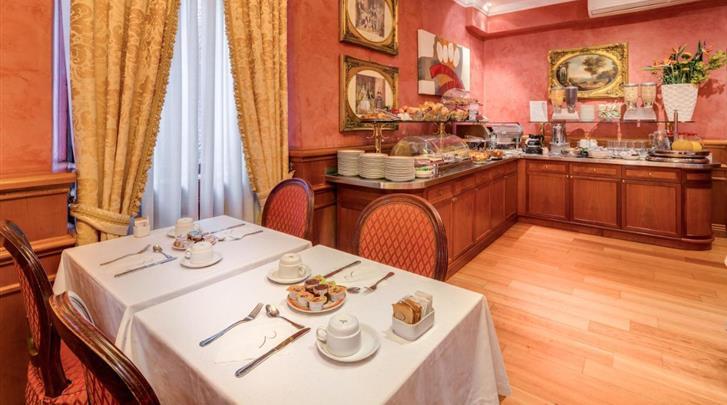 Rome, Hotel Raffaello, Ontbijtruimte