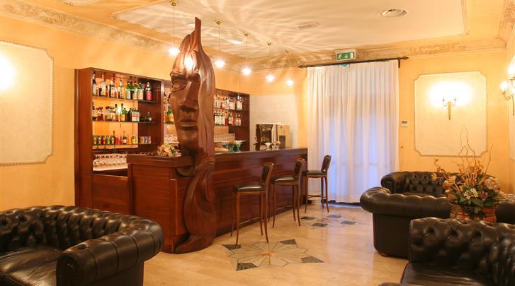 Rome, Hotel Villa Rosa, Hotel bar