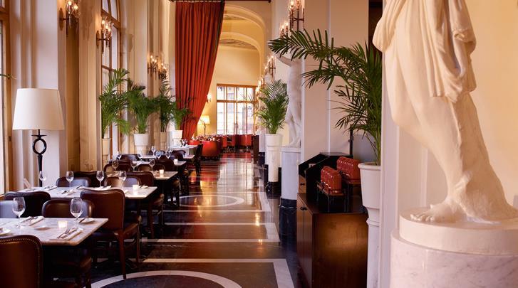 St. Petersburg, Hotel Angleterre