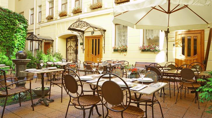 St. Petersburg, Hotel Helvetia Suites, Binnentuin met terras