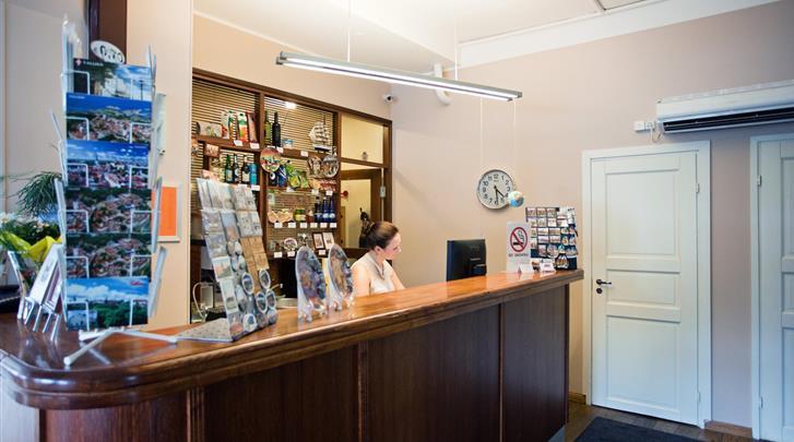 Tallinn, Hotel Economy, Receptie