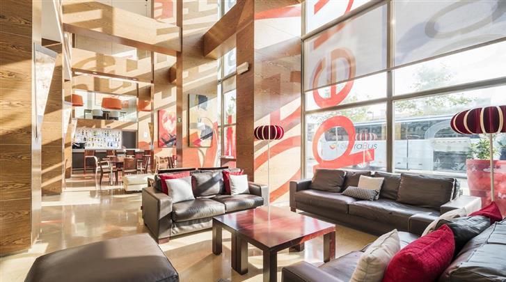 Valencia, Hotel Ilunion Valencia 4, Lobby