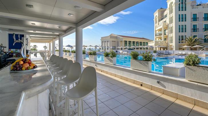 Valencia, Hotel Las Arenas Balneario Resort, Hotel bar