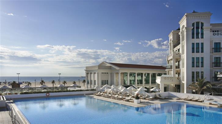 Valencia, Hotel Las Arenas Balneario Resort, Terras met zwembad