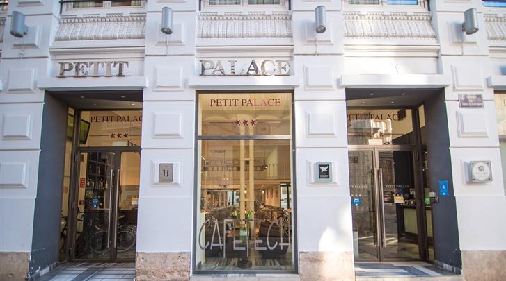 Valencia, Hotel Petit Palace Plaza de la Reina, Façade hotel