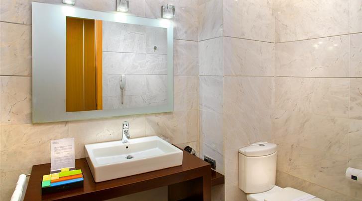 Valencia, Hotel Silken Puerta Valencia, Badkamer