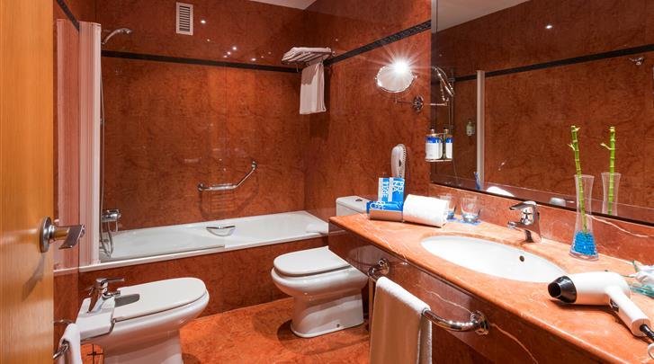 Valencia, Hotel Valencia Oceanic, Badkamer