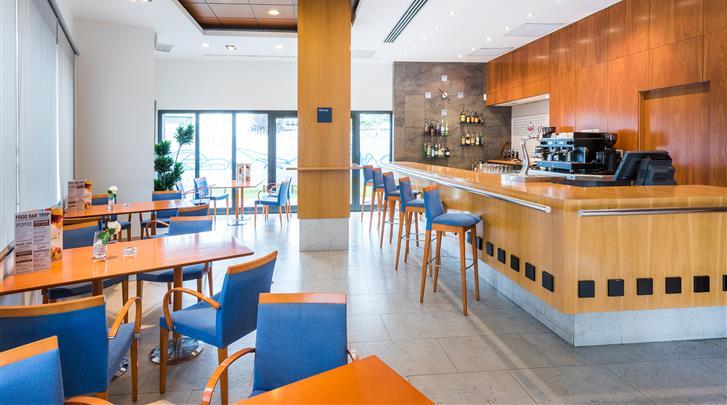 Valencia, Hotel Valencia Oceanic, Hotel bar