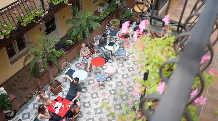 Wenen, Hotel Am Brillantengrund, Binnentuin met terras